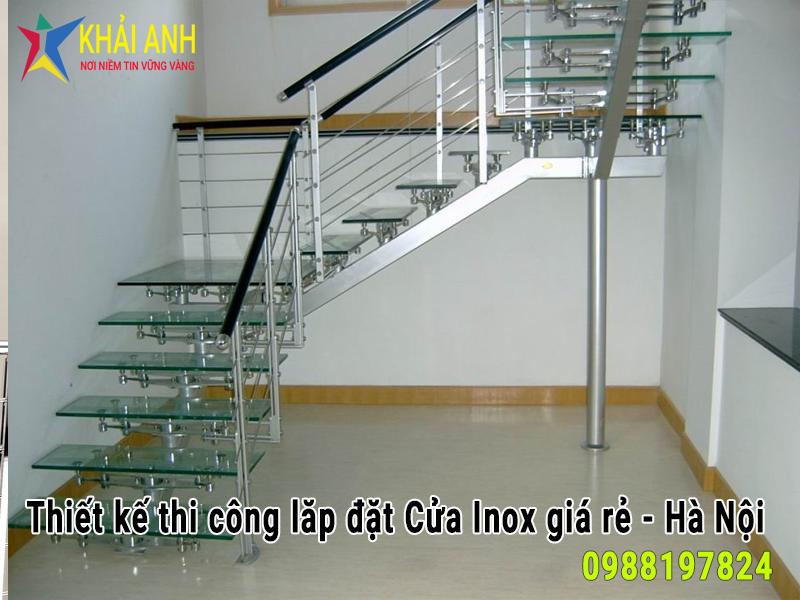 mẫu cầu thang inox kính